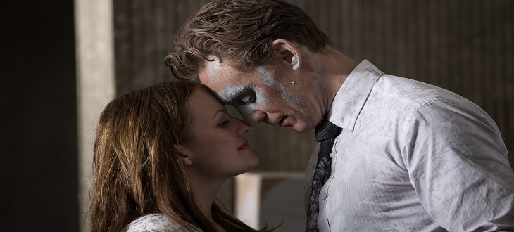 1452192779_high_rise_hiddleston_moss